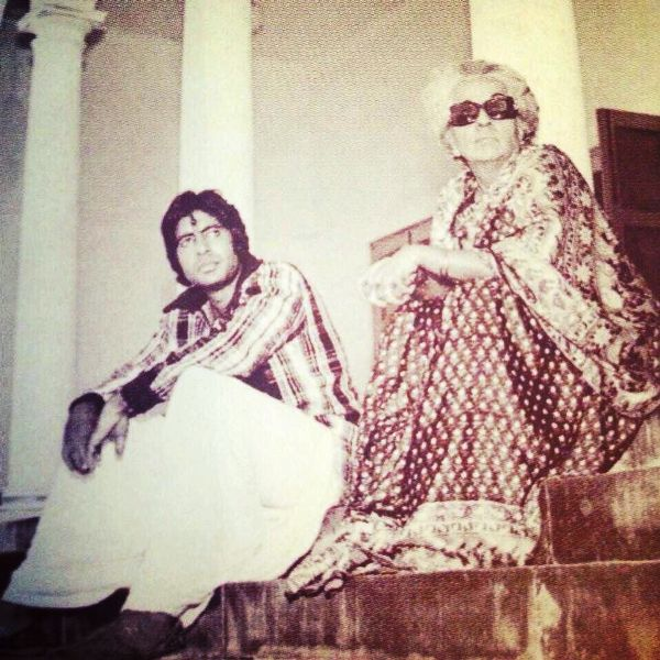 Teji Bachchan and Amitabh Bachchan on the Shooting Location of a Film