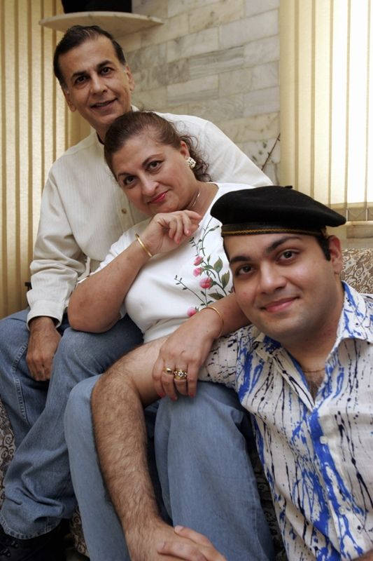 Vijay Arora With His Wife and Son