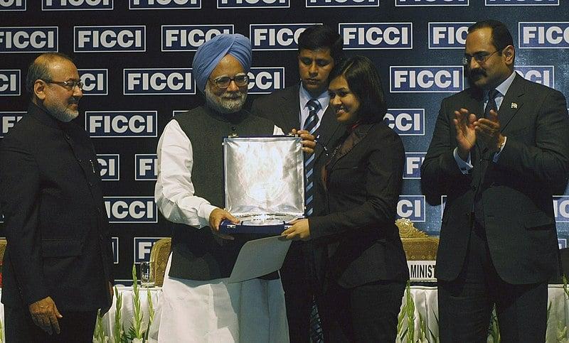 Devita Saraf receiving the award from PM Manmohan Singh