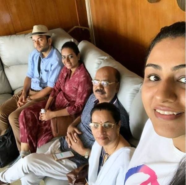 Khushboo Upadhyay With Her Parents, Husband, and Sister