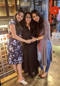 Ragini Chandran with her mother and sister