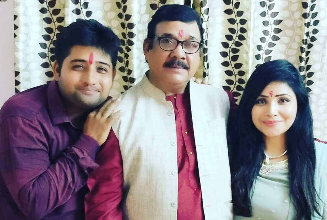 Rajsi Verma with her father and brother