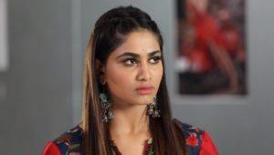 Shivani Narayanan in Rettai Roja
