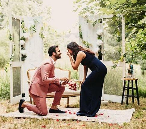 Ankur Rathee proposing Anuja Joshi