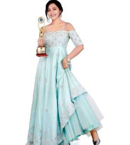 Kaveri Priyam with an award