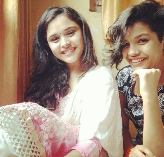 Muskan Bamne with her sister