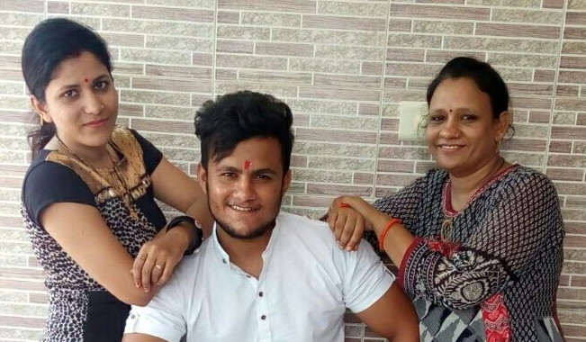 Shubham Mishra with his sisters