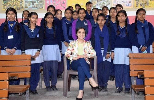 Dietician Lavleen Kaur With School Girls