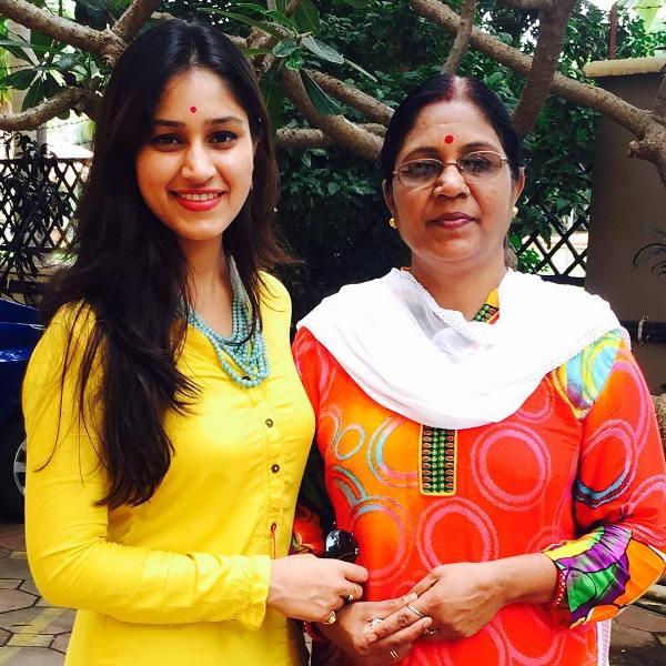 Pratibha Singh Baghel with her mother Seema Singh