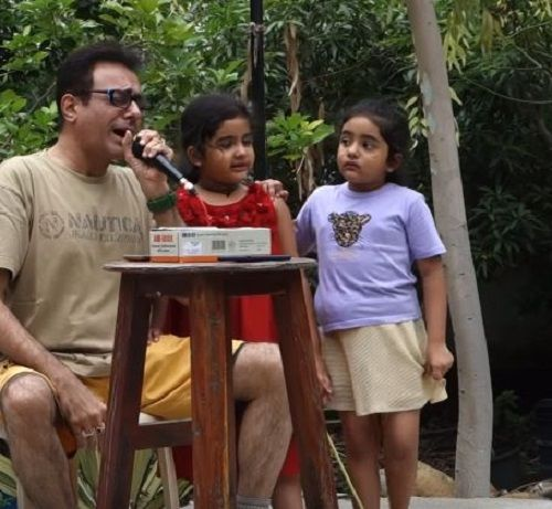 Smita Gate's Husband and Daughters