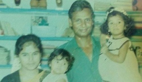 A Childhood Picture of Ramya Pandian With Her Family