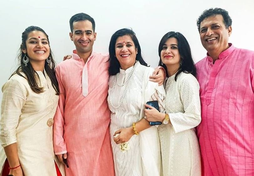 Arushi Chawla with her family