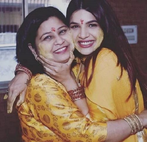 Naina Singh With Her Mother