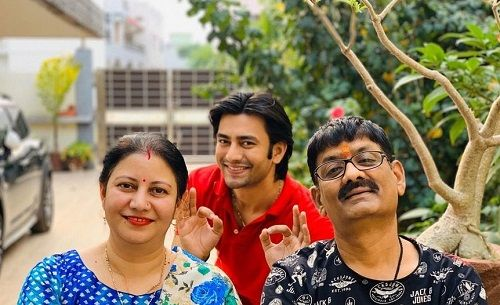 Aashay Mishra and His Parents