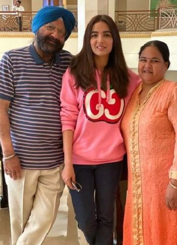 Jasmin Bhasin With Her Parents
