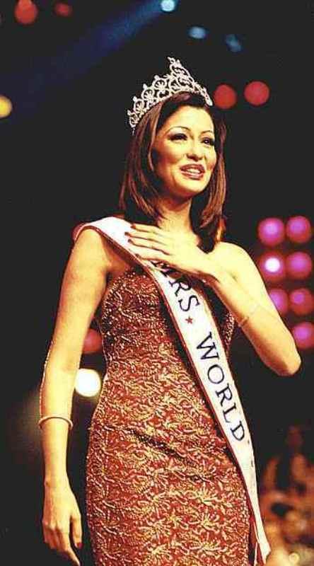 Aditi winning the title of Mrs World-2001