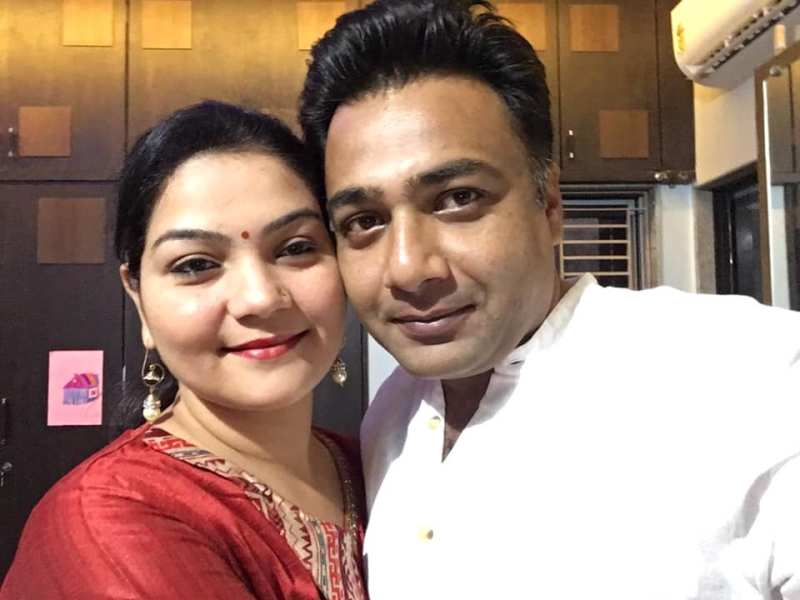 Hemant Kher with his wife