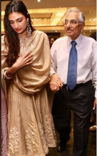 Mana Shetty's Father and Daughter