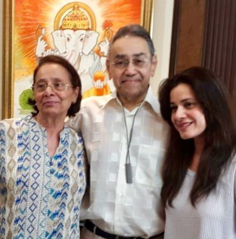 Neelam Kothari with her parents