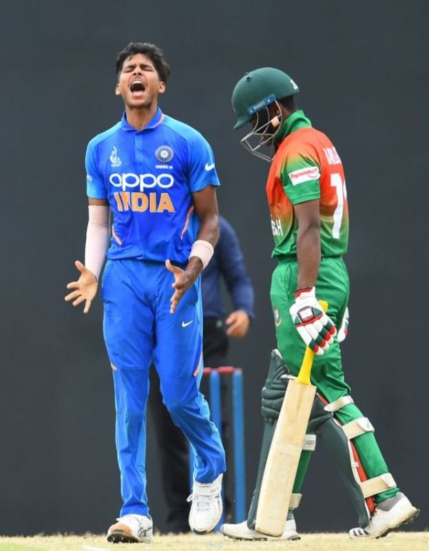 Akash Singh shouting in celebration after dismissing a Bangladeshi batsman in the final of ACC Under-19 Youth Asia Cup
