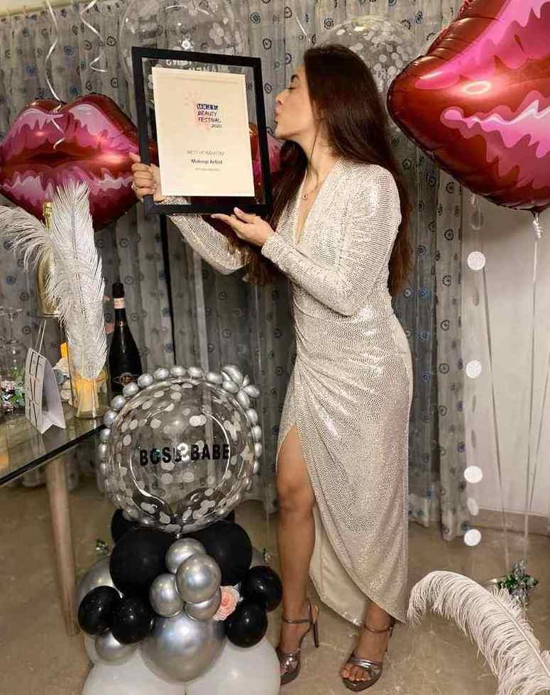 Mehak Oberoi with Vogue Beauty Award (2020)