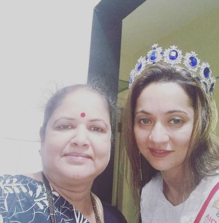 Pappu Khanna's wife and daughter