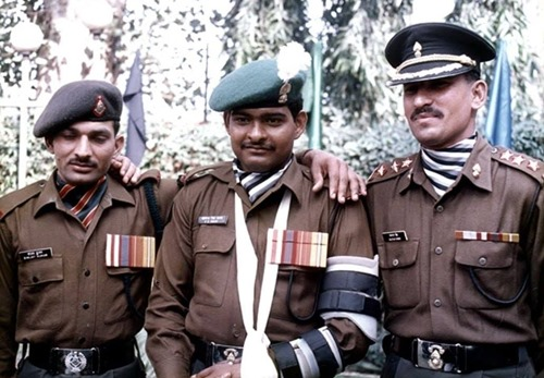 Subedar Sanjay Kumar with Subedar Major Yogendra Singh Yadav (middle) and Col. Balwan Singh (right)
