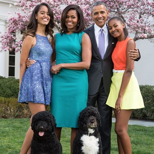 The Obama family with their dogs, Bo and Sunny