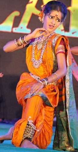 Chinmayee Salvi dancing in an event