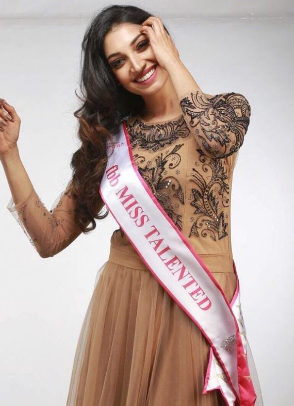 Rithu Manthra as fbb Miss Talented