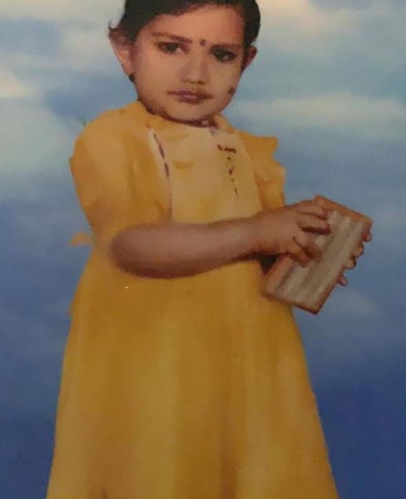 Rithu Manthra's childhood picture