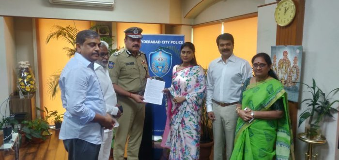 Y. S. Sharmila and her husband with Hyderabad CP Anjani Kumar