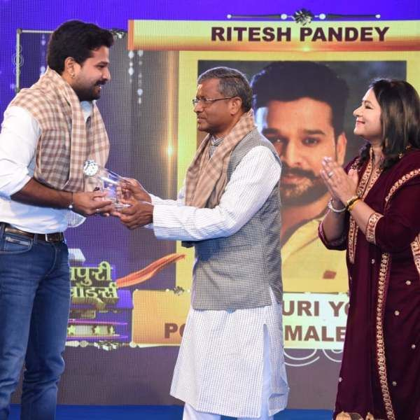 Ritesh Pandey's Best Popular Young Male Singer Award (2015)