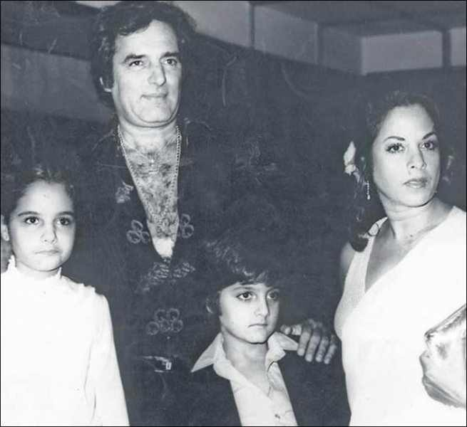 Feroz Khan with Family-compressed