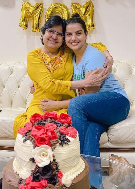 Madhu Sharma with her Mother- Premlata Sharma