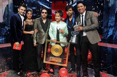 Pawandeep (middle) with the winning trophy, judges, and hosts of The Voice India
