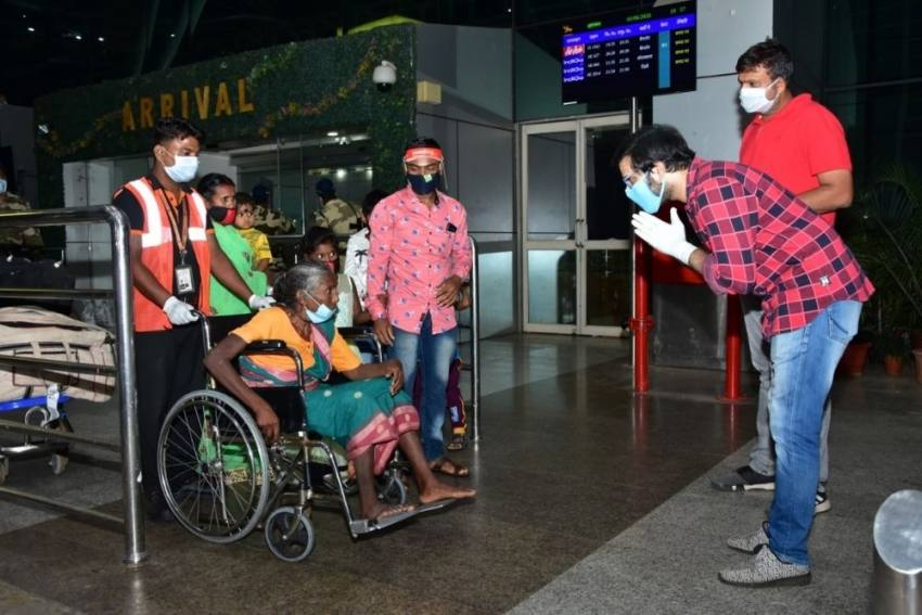 Sabyasachi Mishra welcoming the partially paralyzed mother of an Odia migrant worker whom he flew out from Bangalore to Bhubaneswar, Odisha