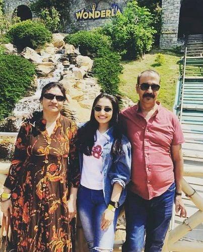 Vaishnavi Gowda with her parents