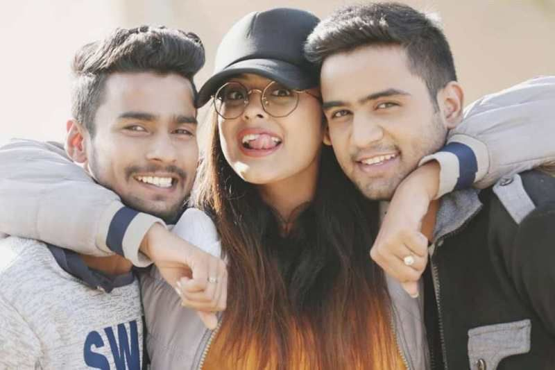 Yamini Singh with her Two Brothers- Prashant Singh (Businessman ) and Chandresh Singh