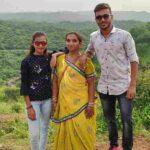 Chetan Sakariya with His mother and sister