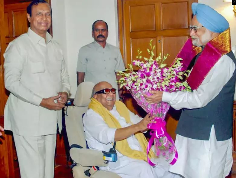 Karunanidhi being greeted by former Indian PM Dr Manmohan Singh in New Delhi