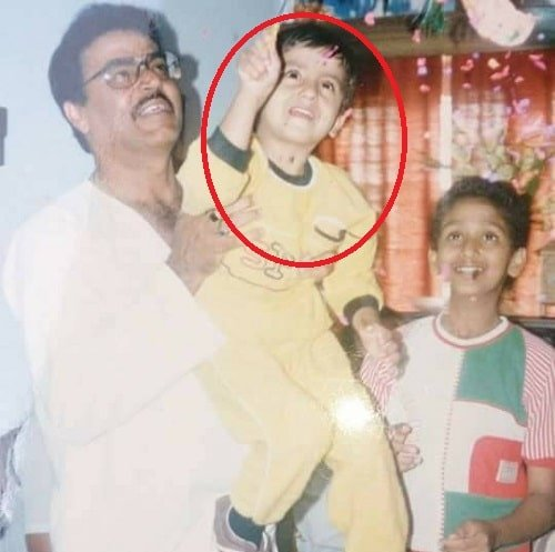 Nikhil Kamath's childhood picture with his father and brother