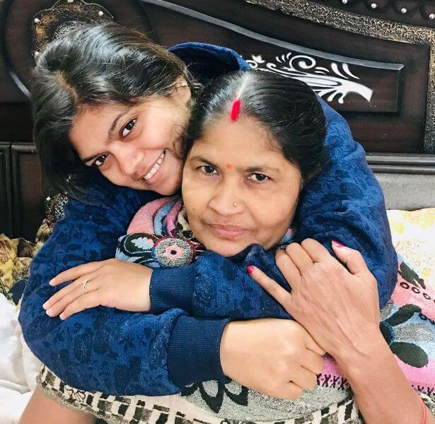 Nisha Dubey with her mother