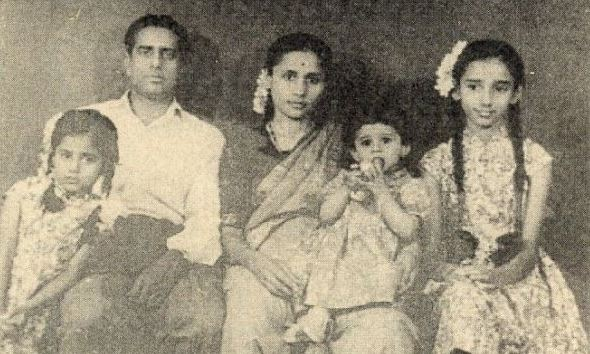From left to right- Smita, father, mother, Manya, and Anita