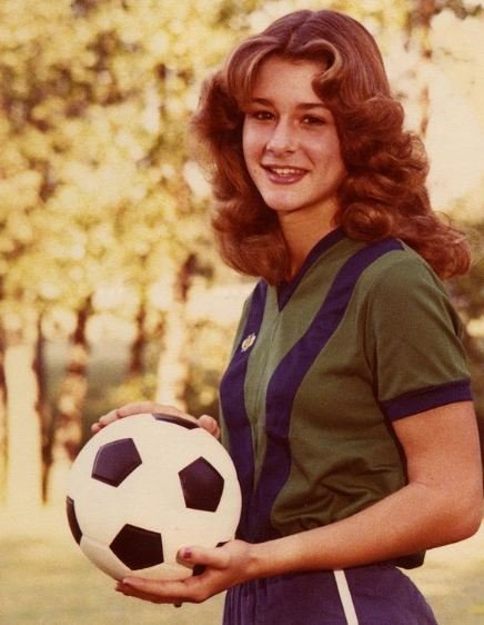 Melinda Gates playing soccer in her high school days