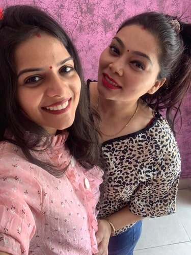 Rahul Vohra's wife and sister (on right)
