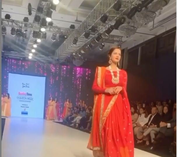 Shipra Khanna while walking on ramp for bombay times