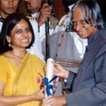 Sunita Narain while receiving Padma Shri Award from APJ Abdul Kalam