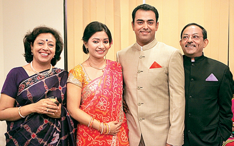 Anirban Lahiri with his parents and wife