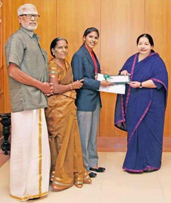 Former Tamilnadu Chief Minister, J Jayalalithaa with Bhavani Devi and her parents while receiving an honour
